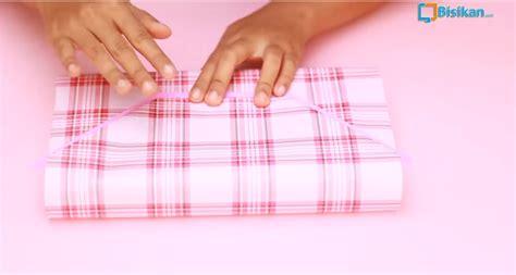 cara membungkus kado isinya tas cara membugkus kado bentuk tas cara membungkus kado