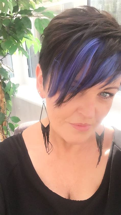 pixie haircut and highlight dark pixie with blue highlights sac pinterest blue