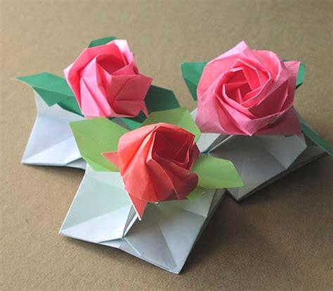 cara membuat bunga mawar dari kertas warna warni kerajinan tangan bunga mawar dari kertas krep