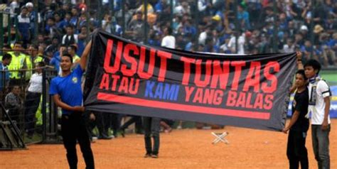 Kaos Bola 2 Supporter Persipura Jayapura opini si bengal kaos oranye viking vs the jak vs
