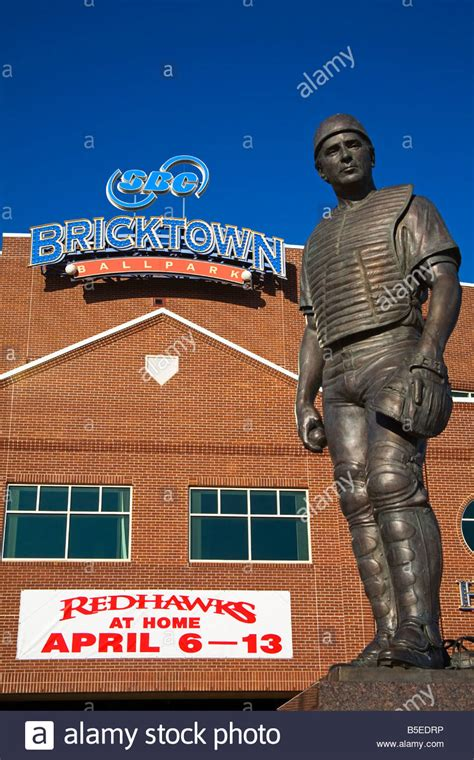 johnny bench statue johnny bench statue outside bricktown baseball park