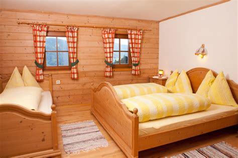 schlafzimmer vollholzmöbel ferienwohnungen zimmer ferienbauernhof halmgut eben pongau