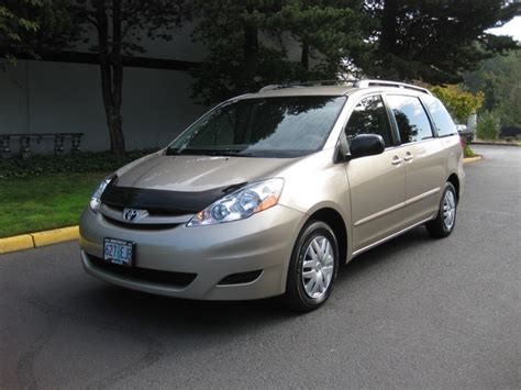 2008 toyota automatic sliding door in le 2008 toyota le captain chairs 8 passengers power