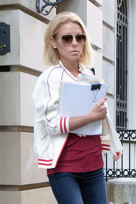 kelly ripa explains her drastic new hair style abc news how is kelly ripa going to cut her hair kelly ripa leaving