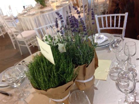 candele aromatiche centrotavola con erbe aromatiche ispirazione per