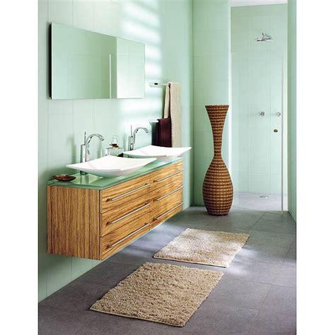 salle de bain moderne en longueur