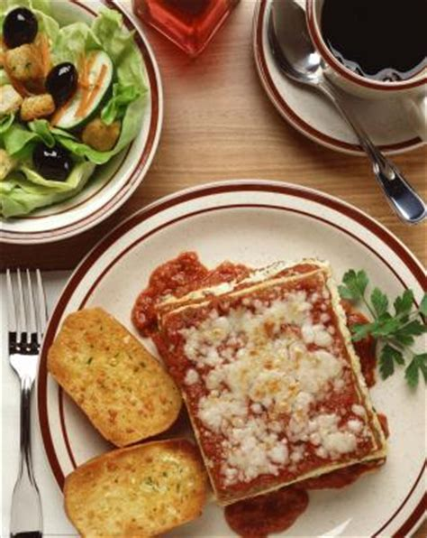what to make with lasagna for dinner the menu for a lasagna dinner our everyday
