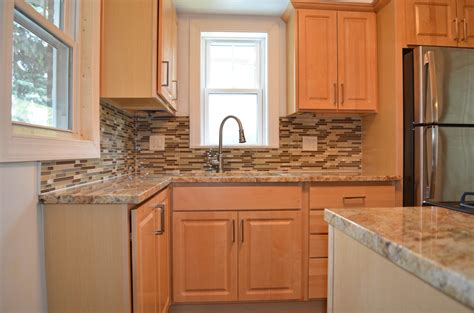 kitchen backsplash ideas with maple cabinets with pics