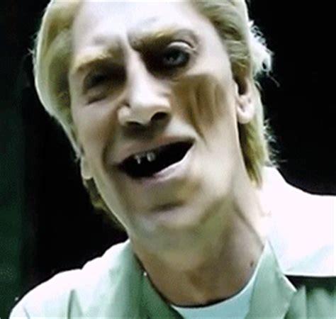 judi dench has bad teeth 2013 skinnies awards javier bardem s deformity in quot skyfall quot