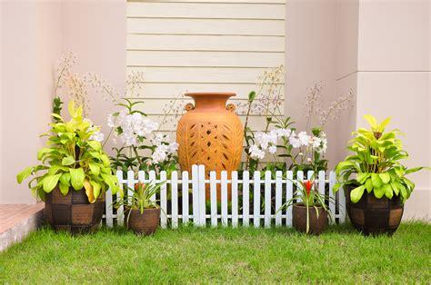como decorar macetas de jardin decoraci 243 n de jardines peque 241 os con macetas