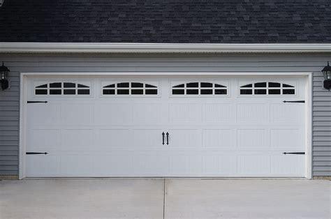 garage door closing crooked wageuzi