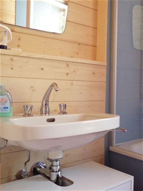badewannen mit dusche 285 chalet franz mollens bei crans montana badezimmer und wc