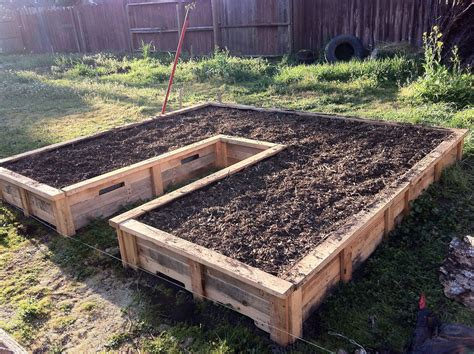 pallet raised garden bed 25 garden pallet projects