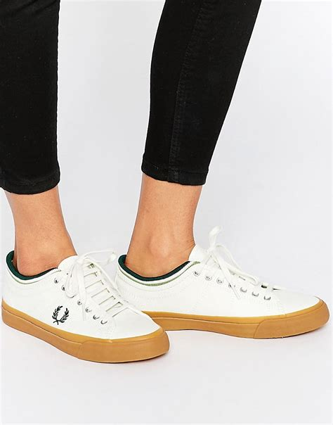white sneakers gum sole fred perry fred perry kendrick tipped cuff canvas white