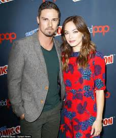 Series stars kristin kreuk and jay ryan posed together on saturday at
