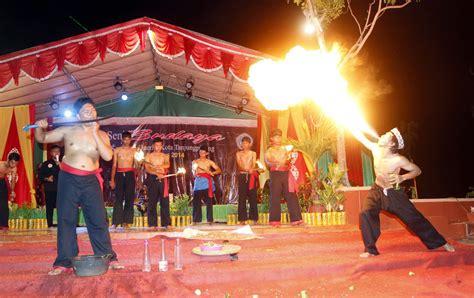 Teratai Merah Lombok catatan tersimpan catatan pentas budaya ritual kesenian