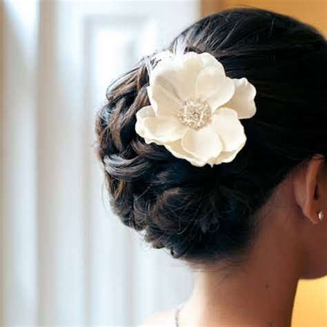 Wedding Hair Updo With Flower by Updo Hair Model Wedding Updo With Flower 2067897 Weddbook
