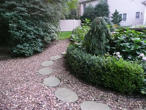 giving the idea landscaping walkway