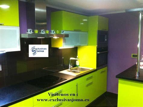 muebles de cocina en verde pistacho alto brillo y encimera formica color negro intenso youtube