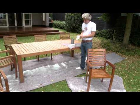 nettoyer une table en bois exotique doovi