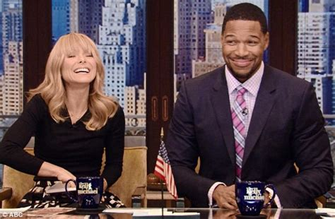 ms obama new haircut kelly ripa honors michelle obama s new haircut by wearing