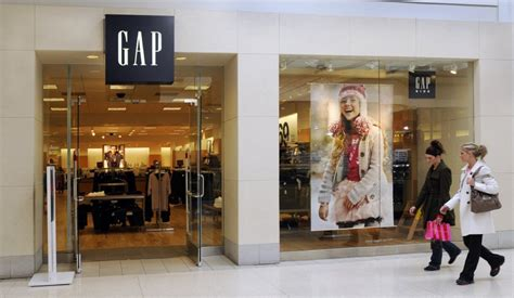 Designer News After A Stint With The Gap Roland Mouret Plans High End Debut Second City Style Fashion by Gap Store Closing Wednesday In Saginaw Township S Fashion