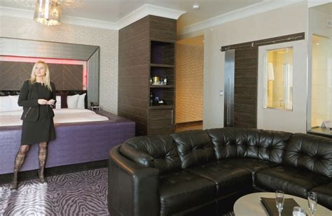 theme hotel ottawa sweet suites hollywood luxury room at fantasyland hotel