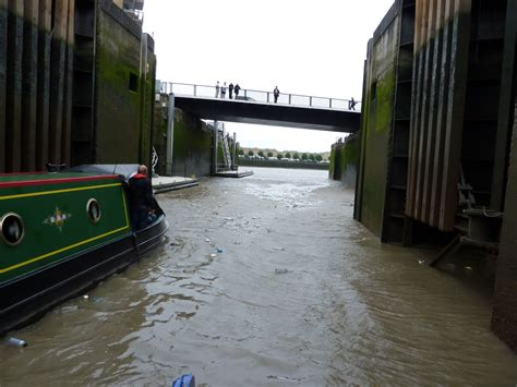 thames barrier how does it work video narrowboat debdale thames barrier