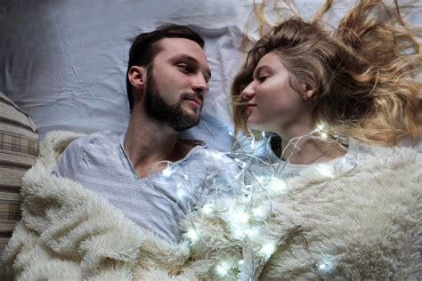 coccole a letto voglia di tenerezza anche gli uomini amano le coccole
