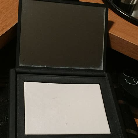 Dijamin Nars Light Reflecting Setting Powder nars light reflecting pressed setting powder reviews in