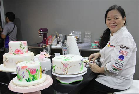 Cake Maker by Chef Penk Ching Gives A Tutorial On Painting Cakes