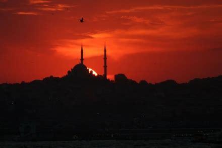 il bagno turco trailer due citta al cinema occidente e oriente raccontati da