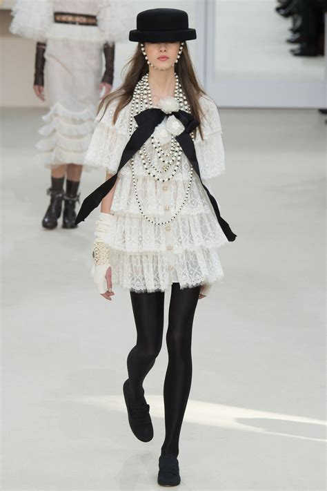 channel fashion chanel fall 2016 ready to wear collection vogue