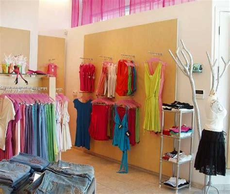 Rak Baju Butik apa yang harus ada pada desain interior butik anda