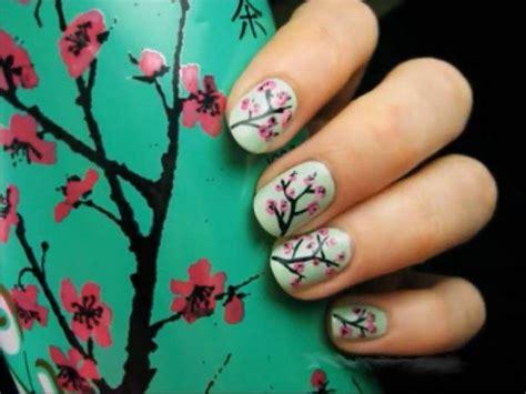 fiori di co primaverili fiori sulle unghie le nail primaverili