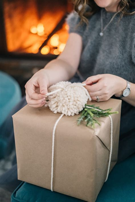 brown paper pom pom gift wrapping ideas  diy mommy