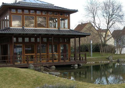veranda verglast japanischer garten veranda am gartenteich verglaste veranda