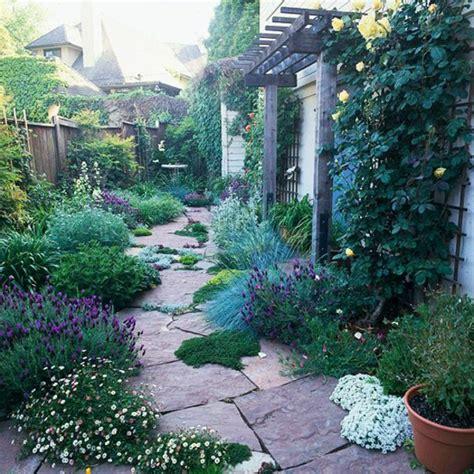 Mediterraner Garten Pflanzen by Mediterraner Garten M 228 Rchenhafte Atmosph 228 Re Schaffen Archzine Net