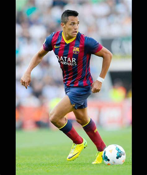 alexis sanchez liverpool transfer alexis sanchez in action for barcelona top 20 players