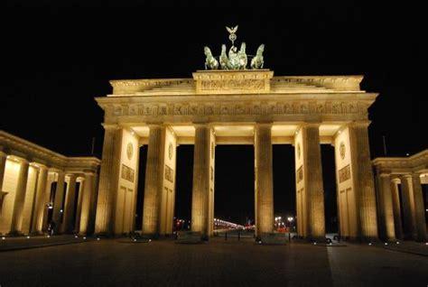 la porta di brandeburgo tour berlino dresda praga una cucina da single