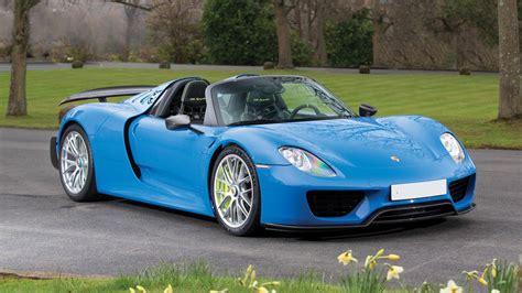 blue porsche spyder porsche 918 spyder in arrow blue dit is de enige