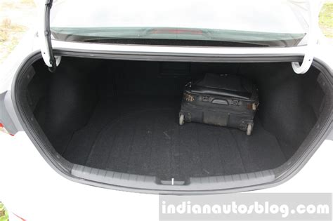 2016 hyundai elantra boot review indian autos