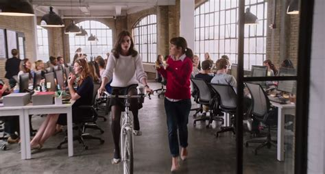 the intern review written review the intern 2015 trilbee reviews