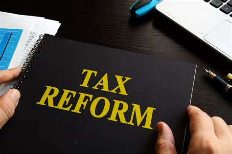 tax reform 10 reporters walk into a bar huckabee sanders on tax reform amac the association of