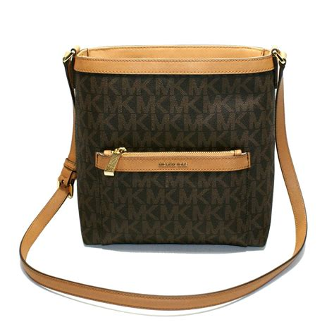 Michael Kors Messenger Crossbody Sign Brown michael kors medium messenger crossbody bag brown 38h6gogm2b michael kors 38h6gogm2b