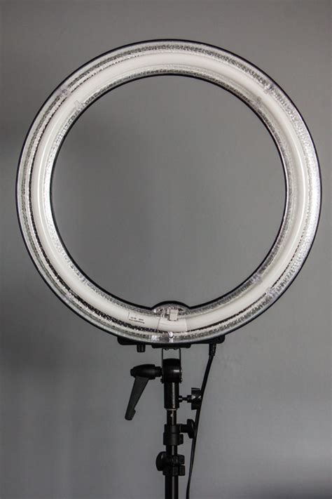 fluorescent dimmable ring light fstoppers reviews the flashpoint 14 quot fluorescent dimmable