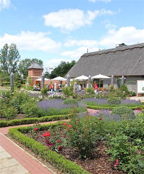 Teehaus Englischer Garten Berlin Hochzeit by Ein Tag Auf Der Internationalen Gartenausstellung In