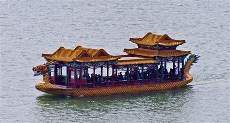 dragon boat palace file dragon boat on kunming lake summer palace beijing