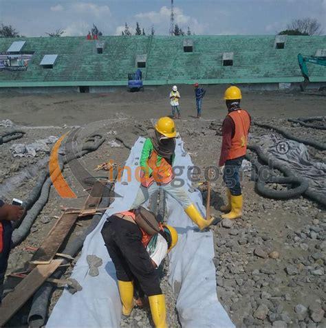 pemasangan pipa perforated  stadion manahan solo