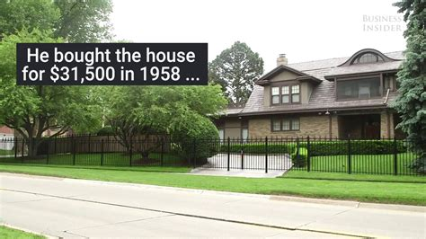 warren buffett s house warren buffett s 31 000 modest house youtube